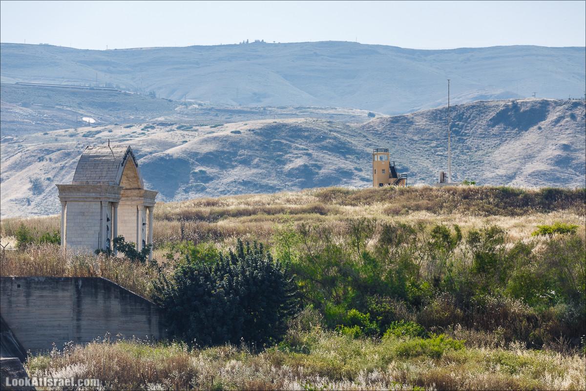 Мемориал памяти убитым девочкам в Наараим | אנדרטת ההנצחה לבנות שנרצחו באי השלום | LookAtIsrael.com - Фото путешествия по Израилю
