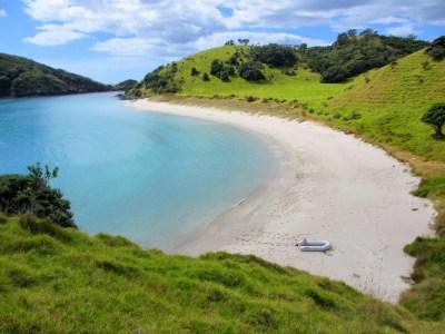 Bay of Islands: Waewaetorea Island and Bay (New Zealand ...