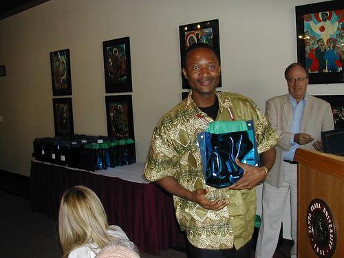 Tinshu receives price/scholarship from Jim of SCU.