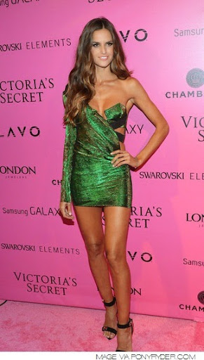 Izabel Goulart Photos