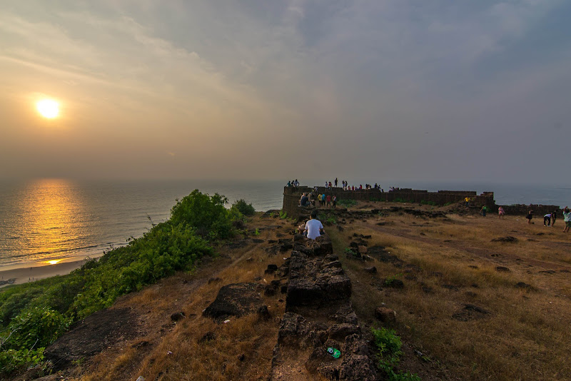 chapora fort goa sunset vagator beach