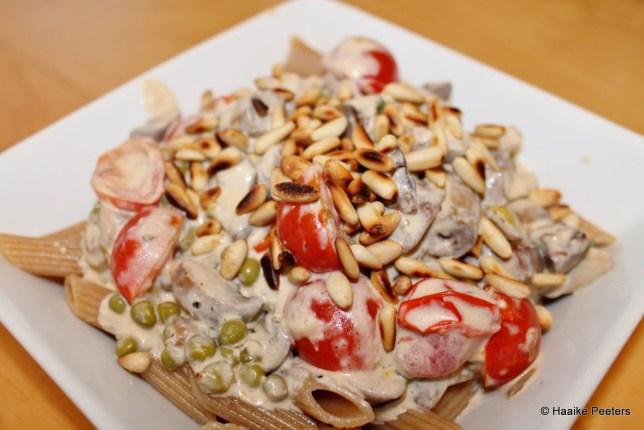 Pasta met champignons, erwtjes en kerstomaatjes (Le petit requin)