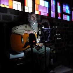 2-Singing-01-Satguru_Sirio_Ji-2014_Yorkshire.jpg