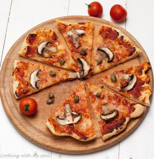 Pizza cu ciuperci si capere