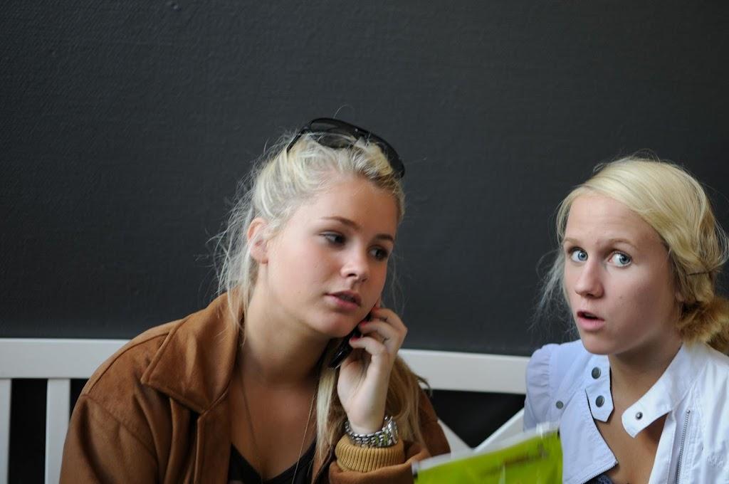 Mollie och Isabelle innan träningen