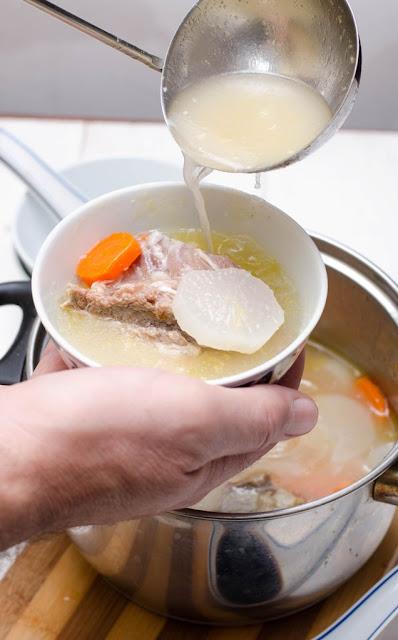 Supa chinezeasca cu ridiche alba