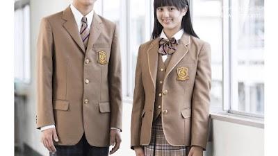 作新学院高等学校の女子の制服2