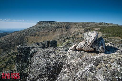 La Mesa desde el Pico Verde. A nuestros pies Hoyo Pedroso, circo de origen glaciar.