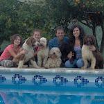 12-11-06 Liliana su hija Titi y nosotros con los perros 009.jpg