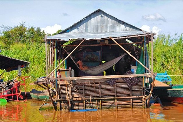 floating villages cambodia