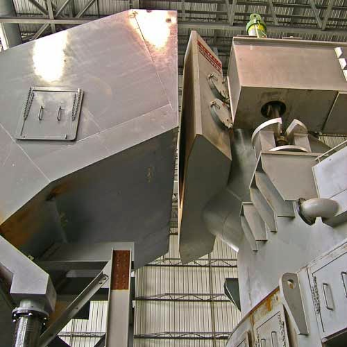 As the SAFEST alternative in water cooled equipment, Systems offers a complete line of EAF and BOF components including sidewalls, roofs, elbows, ductwork, LMF roofs, BOF hoods, DOC's, etc.