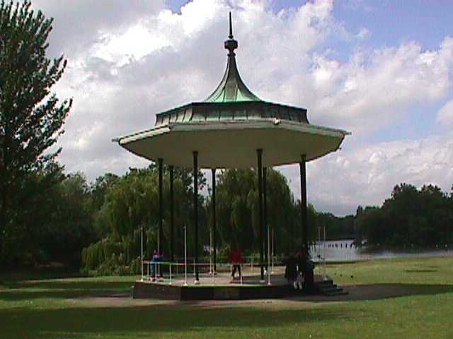 3040Queen's Park