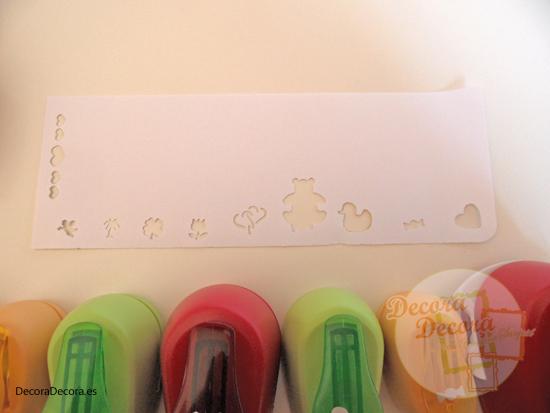 Decorar papeles con perforadoras o troqueladoras.