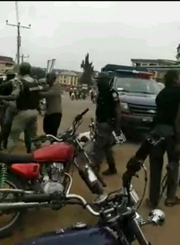 Nigerian man beaten mercilessly by police in Nnewi for not giving them bribe(PHOTOS)