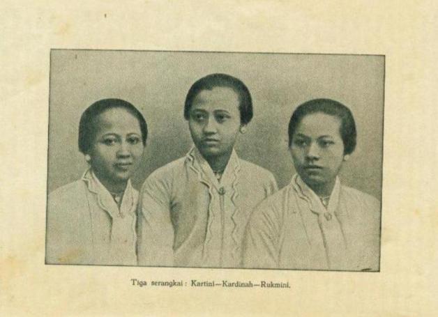 Foto ibu kartini bersama tiga serangkai