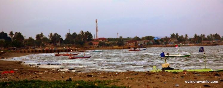 perahu nelayan di pantai merpati