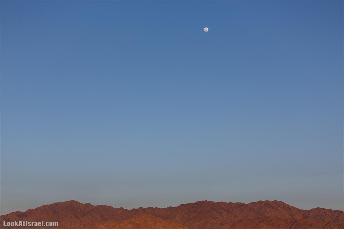 Луна над Эйлатскими горами | LookAtIsrael.com - Фото путешествия по Израилю и не только...