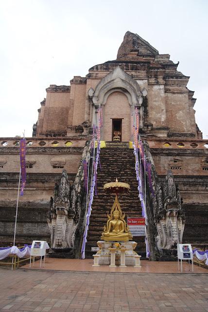 Wat Chedi Luang y nigth market de Chiang Mai