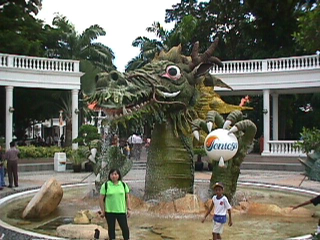 3120Sentosa's Welcoming Dragon