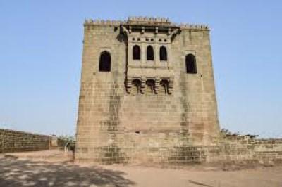 शिवनेरी गडा विषयी माहिती मराठीमध्ये (Information About Shivneri Fort In Marathi)