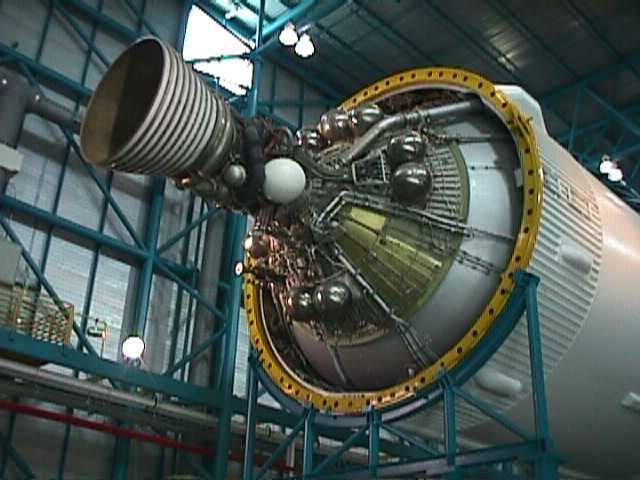 5048Scale model of Saturn V