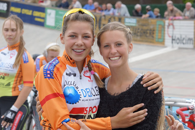 Shari Bossuyt en Naomi Hanne, vriendinnen voor het leven