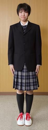 白樺学園高等学校の女子の制服1