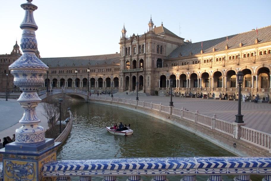 3. Beitrag 2012 – Brücken am Plaza de Espana (1/6)