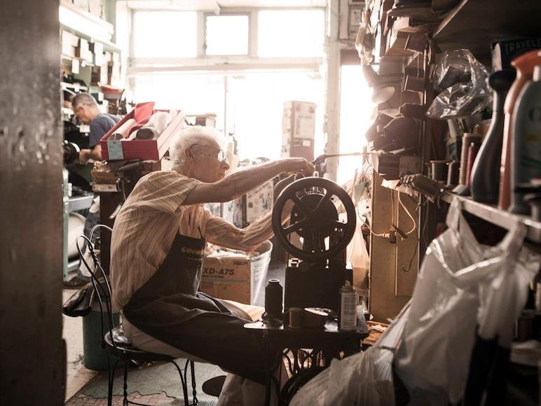 *布魯克林一個老鞋匠的故事:Frank Catalfumo終其一生修補鞋感人短片!   1