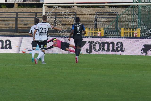 Malherbe pakt penalty van Simons