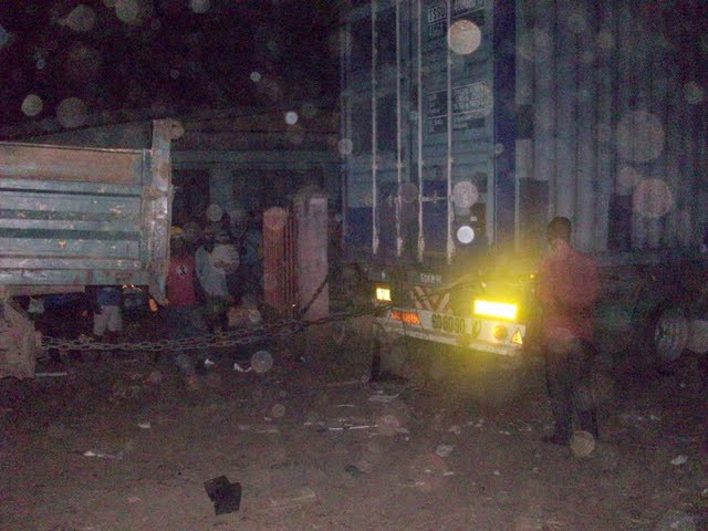 Container Arrival & Offloading in Buea - 100_9137.JPG