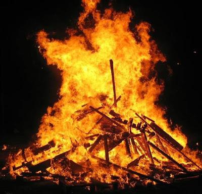 El foc, element imprescindible en la festa