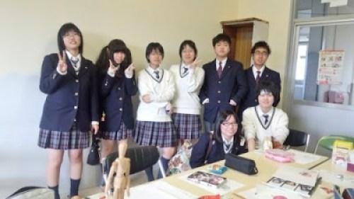 石見智翠館高等学校の女子の制服2
