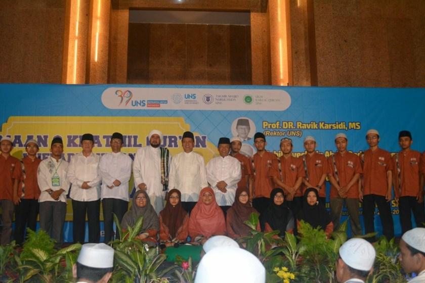 Habib Syech bersama Huffadz UNS Solo