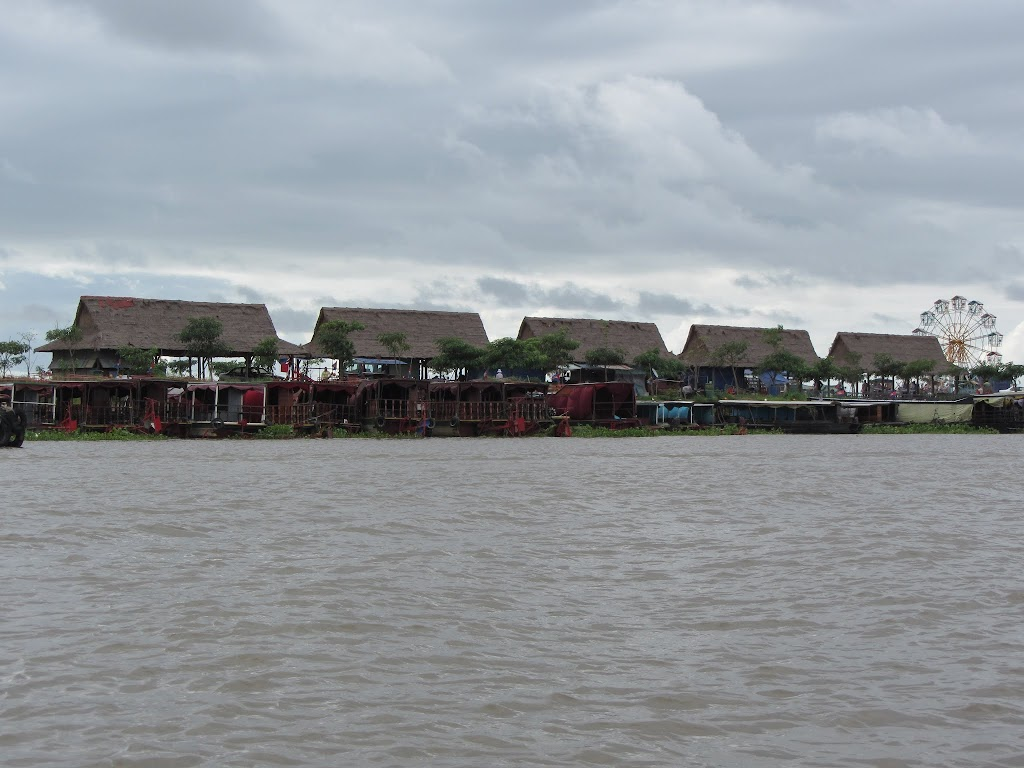 0012Tonle_Sap_Lake_Floating_Village