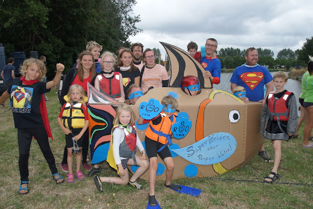 superhelden in Roeselare springen mee voor proper water aan Big Jump