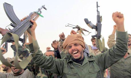 Khaddafi delar ut vapen till regimtrogna