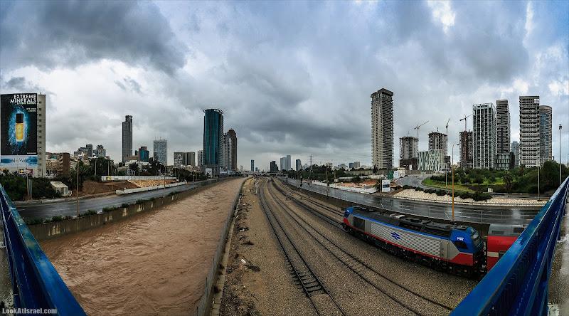 Широкие реки Тель Авива с трудом умещаются в панорамные фотографии
