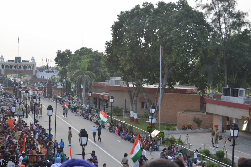 People Running & Dancing with the Tri-Color wagah border punjab