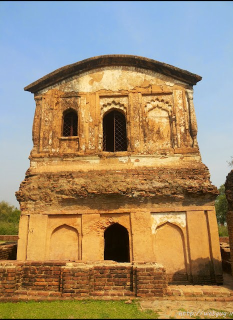 ruins in khaspur