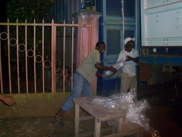 2nd Container Offloading - jan9%2B096.JPG