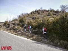 Inicio del camino junto a la carretera de Bestué ©aunpasodelacima
