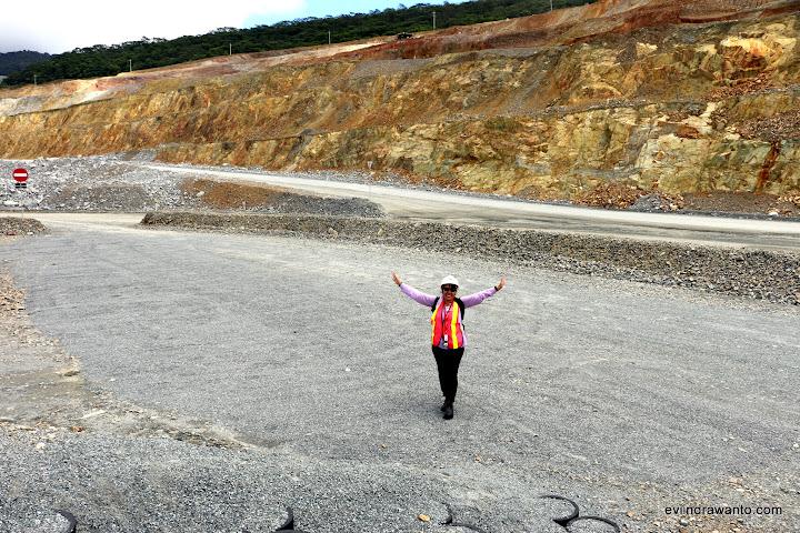 Kawasan di muka Pit Batu Hijau