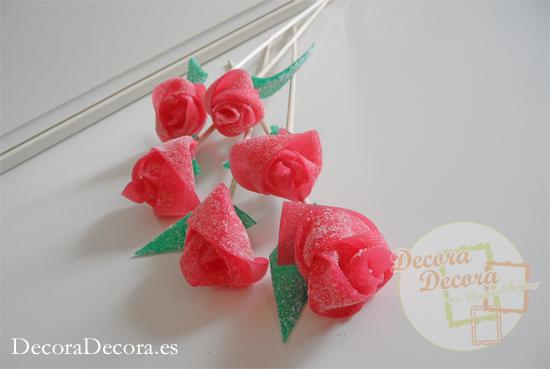 Hacer rosas de gominola.