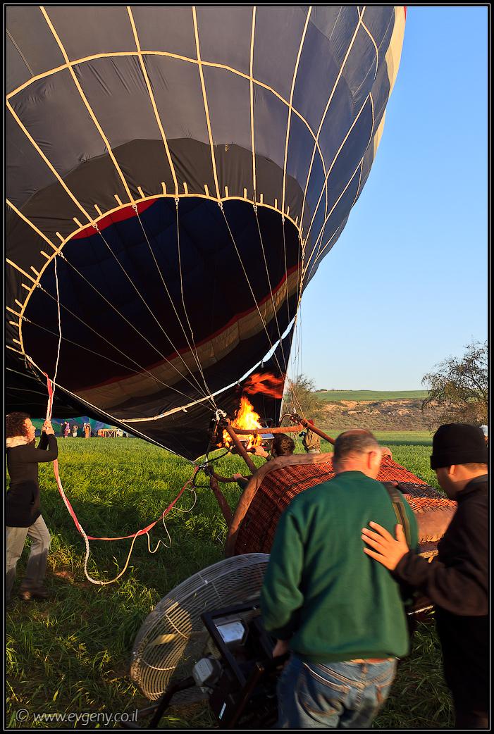 Фото: На рассвете они улетели – Воздушные шары над цветущим Негевом   LookAtIsrael.com - Фотографии Израиля и не только...