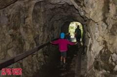¡Mira que es estrechito este túnel! ©aunpasodelacima