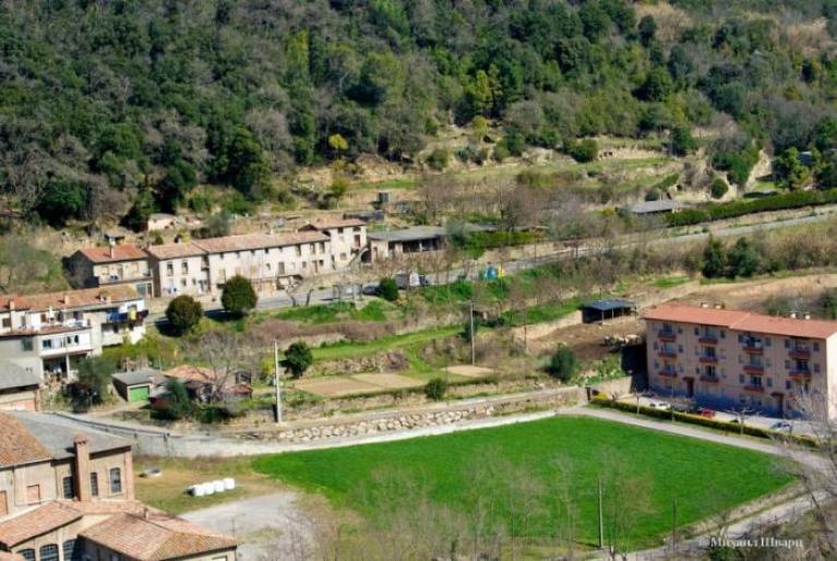 Деревня Кастельфольит-де-ла-Рока в Испании