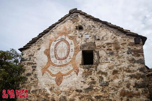 El famoso reloj de sol de Ascaso ©aunpasodelacima