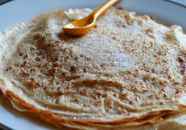 french crepes recipes, delicious light crepes, crepes with water, lightened crepe dough, how to cook classic crepes