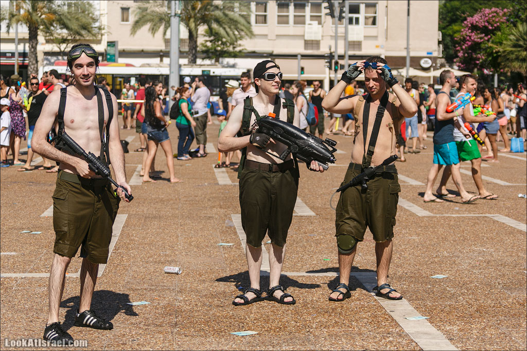 Мочилово 2013 – Водная война в Тель Авиве | LookAtIsrael.com - Фотографии Израиля и не только...